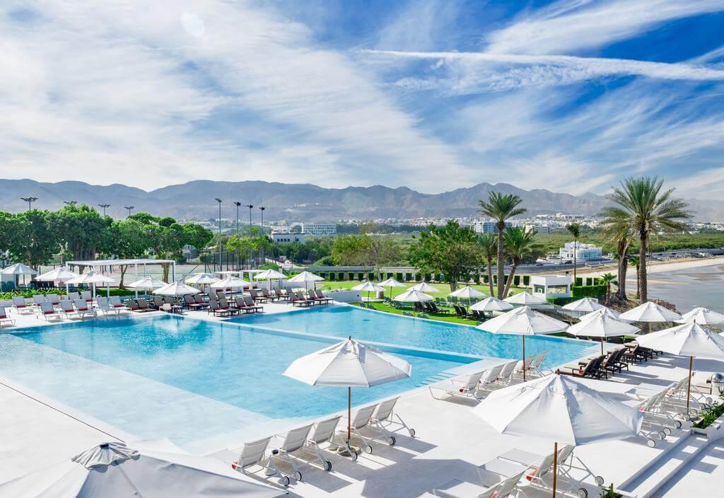 هتل crowne plaza muscat