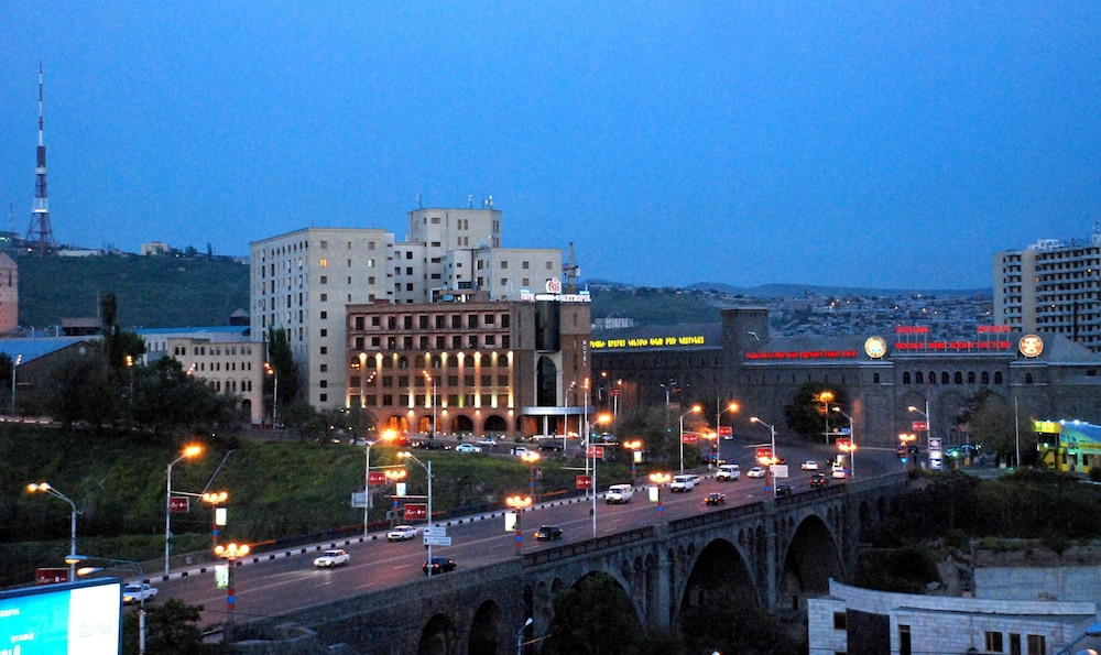 هتل Metropol Yerevan