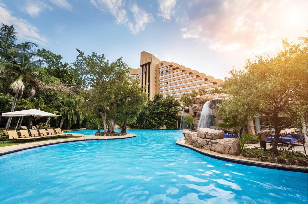 هتل The cascades hotel