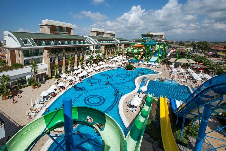 هتل Crystal Water World