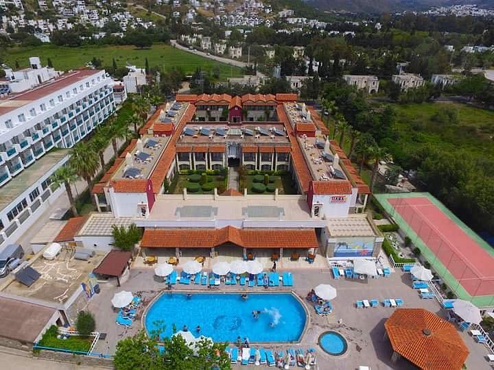 هتل TIANA BEACH