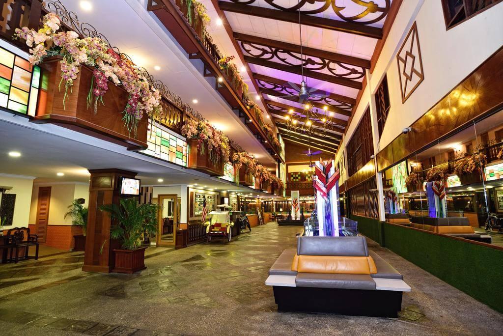 هتل holiday villa